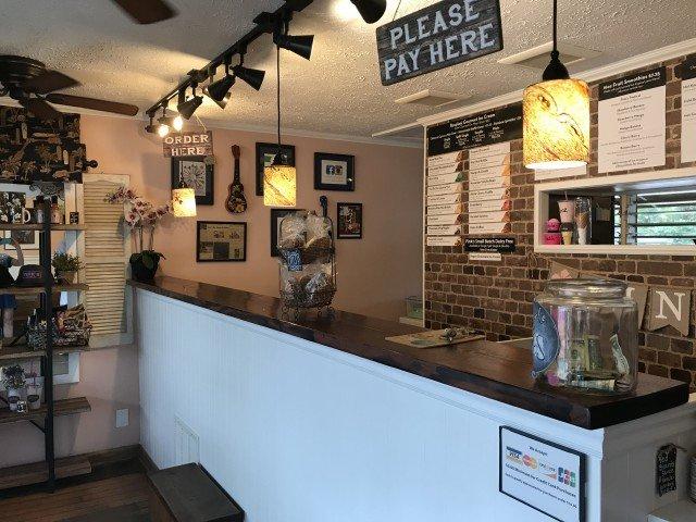 Ice Cream Shop on Kauai - Pink's - Hanalei